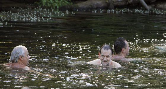 Mariano Rajoy se baña en Pontevedra