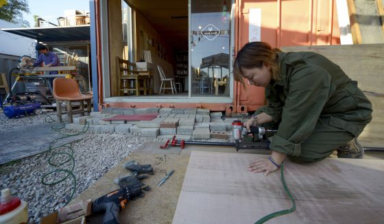 Una empleada de Norizzang,que ya da trabajo a una docena de personas y consigue que sus ingresos aumenten en torno al 20% anual.