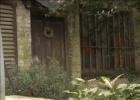 Detenido por encerrar seis años a su mujer y su hijo en una jaula