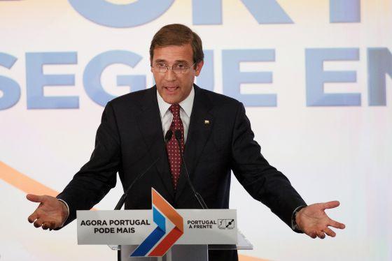 Pedro Passos Coelho se dirige a sus simpatizantes en la noche electoral.