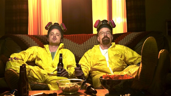 Jesse Pinkman y Walter White se toman un descanso para tomar una cervecita en 'Breaking bad'.