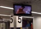 Un aeropuerto proyecta por accidente porno en sus pantallas