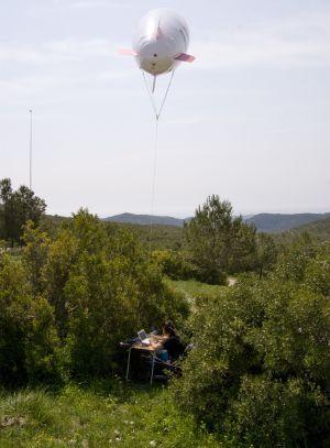 Globo sonda midiendo la presencia de aromas en el bosque.