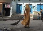 La batalla por la dignidad de las limpiadoras de letrinas indias