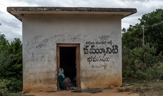 Kammala, que tiene el periodo, está obligada a vivir cinco días en esa casa en las afueras de su pueblo.
