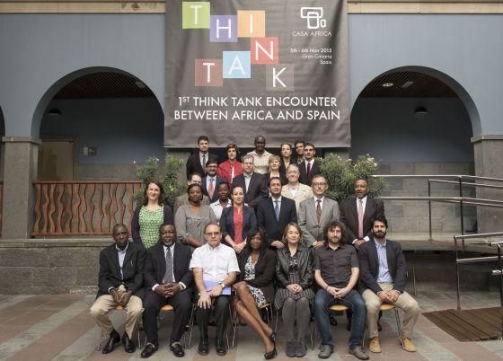 Foto de grupo durante el encuentro de think tanks.
