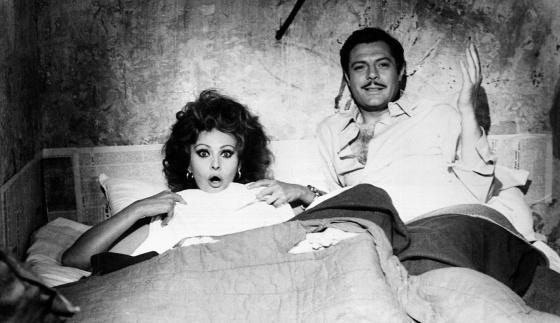 Sophia Loren y Marcello Mastroianni entre las sábanas en la inmortal 'Matrimonio a la italiana' (1964).