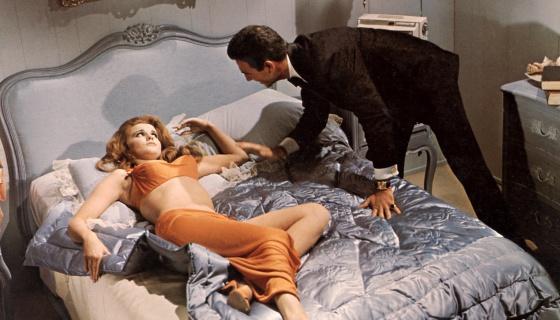 Ann-Margret reprochando algo a Tony Franciosa en 'Chica sin barreras' (1966).