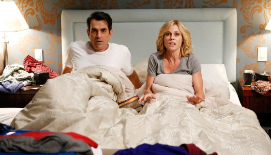 Ty Burrell y Julie Bowen, interpretando a Phil y Claire Dunphy en la serie 'Modern Family', también con sus problemas en la cama.