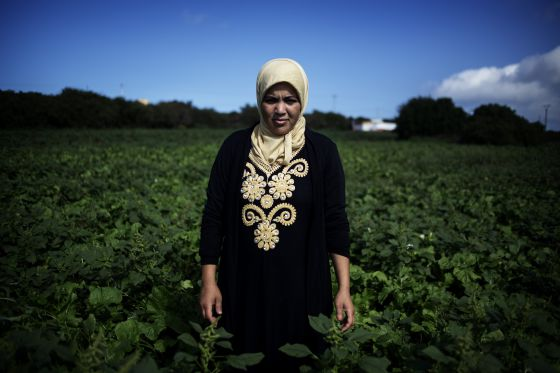 Fatima Hauhour, 30 años, jornalera agrícola y miembro de la Asociación de Mujeres Lideresas del Sector de los Frutos Rojos.