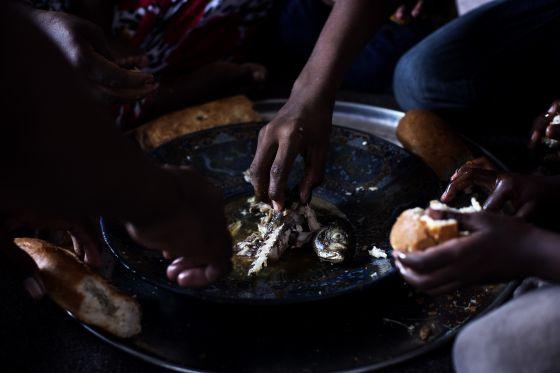 Un proyecto de la AECID lucha contra la inseguridad alimentaria llevando pescado a la población más vulnerable del interior de Mauritania