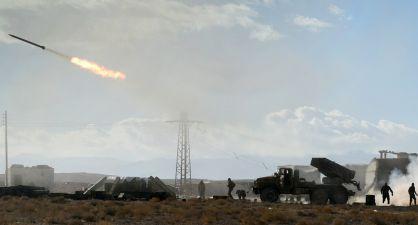 El Ejército sirio dispara un misil contra posiciones del ISIS.