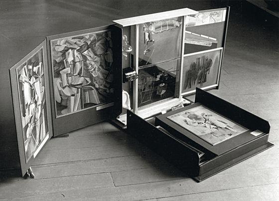 'Boîte-en-valise' (1935-1940) de Marcel Duchamp.