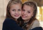 Leonor y Sofía felicitan la Navidad