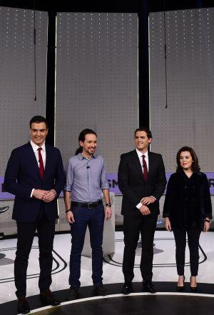 De izquierda a derecha, Pedro Sánchez, Pablo Iglesias, Albert Rivera y  Soraya Sáenz de Santamaría, minutos antes de participar en el debate electoral del 7 de diciembre.