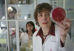 Investigadores del Instituto Eliava, en Georgia, especializado en fagos.