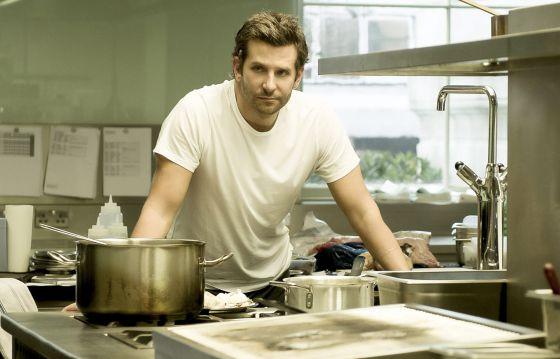 Bradley Cooper en 'Burnt' (2015), desesperado porque las croquetas le salen aceitosas.