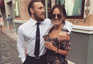 Conor y su novia, una chica irlandesa llamada Dee Devlin.