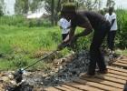 Hora de limpiar en Kibera