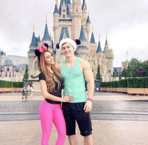 Yanet con su novio en Disney World, en Orlando, Estados Unidos. La foto fue publicada en el Instagram de la presentadora.