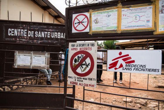 Puerta de entrada del centro de salud Mamadou M'Baiki.
