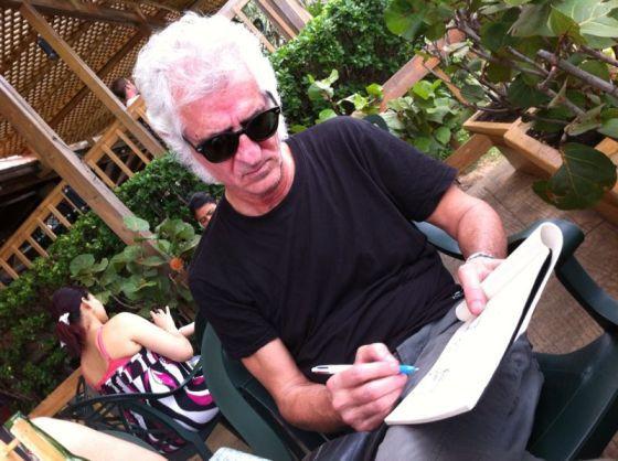 Miguel Gallardo durante el viaje a República Dominicana para dibujar la importancia de la cooperación.