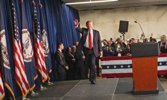 En la carrera para convertirse en el candidato republicano a presidente, Donald Trump desprecia a todos aquellos que no piensan como él. Sus exabruptos hacia los inmigrantes han provocado numerosas críticas de sus detractores
