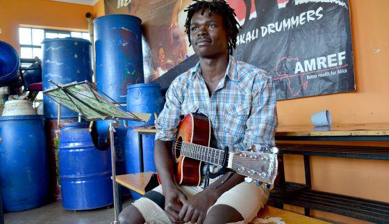 Kevin, hoy profesor de música.