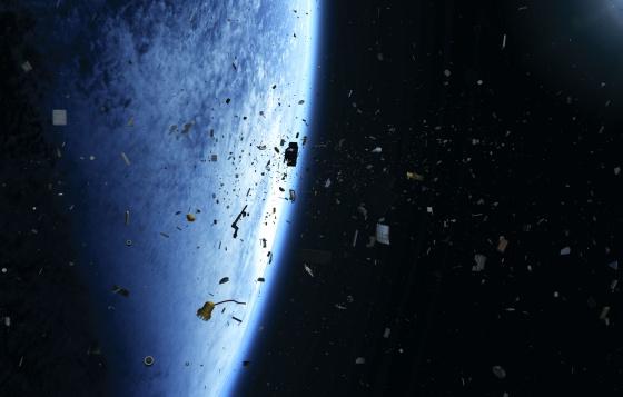El planeta está rodeado por cientos de miles de peligrosos fragmentos de chatarra espacial. / ESA