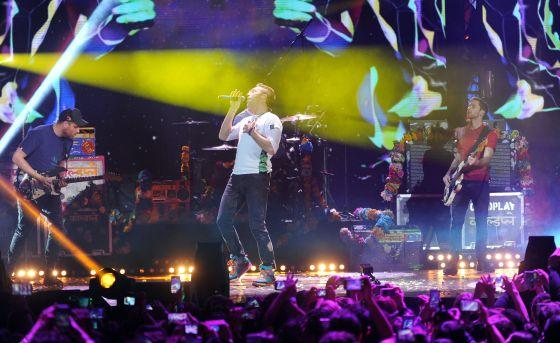 Coldplay durante un concierto en Milan.