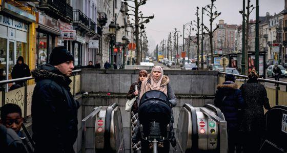 Una boca de metro en el barrio de Molenbeek de Bruselas.
