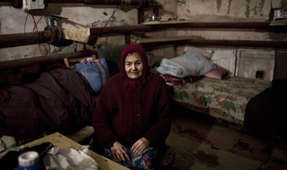 Katia, de 82 años, vive en un refugio construido durante la guerra fría y cuya función era la de albergar a cientos de civiles en caso de ataque nuclear.