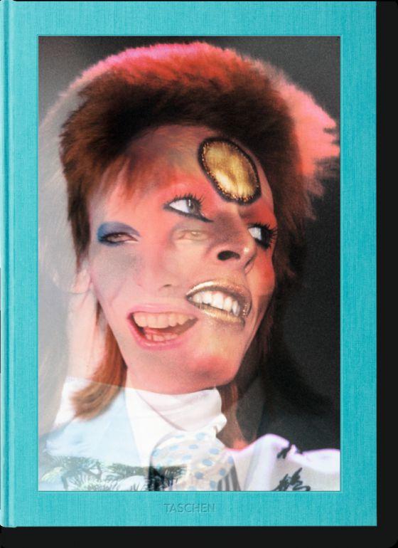 Si tienes la cartera repleta, hazte con una copia de la edición limitada de 'Mick Rock. The rise of David Bowie', publicado por Taschen. Para fans terminales.