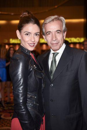 Imanol Arias y su pareja actual, Irene Meritxell, en los premios Antena de Oro, en noviembre de 2014