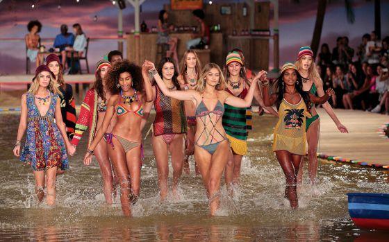 Una muestra de la colorida pasarela de la marca para el próximo verano. Una moda fresca muy ponible y con un toque étnico.