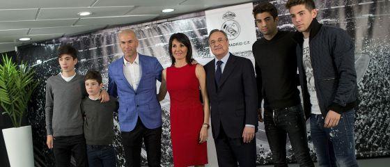 La familia Zidane, con Florentino Pérez.