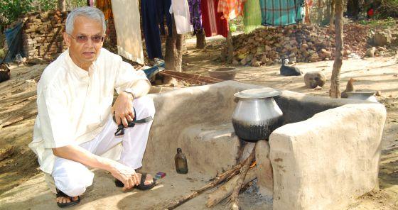 Ramanathan, durante uno de sus experimentos de emisión de gases.