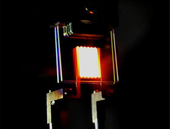 Esta es la primera bombilla que recicla la radiación infrarroja en luz visible.