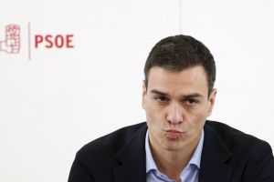 Socialist leader Pedro Sánchez supports Rajoy's defense of Spanish unity but not his reinstatement.