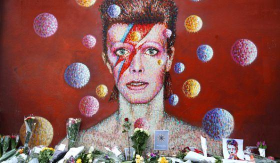 Mural tributo a David Bowie en su barrio natal, Brixton (Londres).