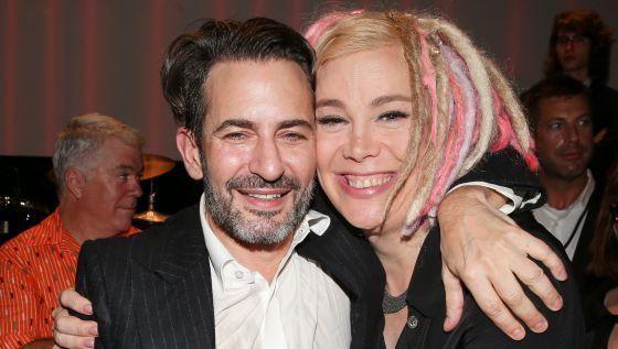 Marc Jacobs y Lana Wachowski en un evento en Nueva York, el pasado septiembre.