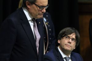 Artur Mas (left) will likely play a mentoring role for Carles Puigdemont, his replacement at the helm of the Catalan government.