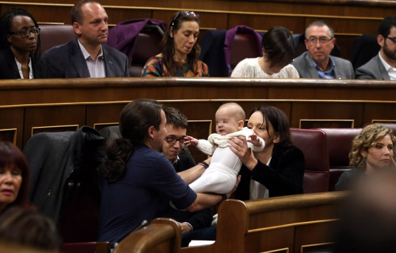 Podemos politician Carolina Bescansa with her baby in Congress in January.