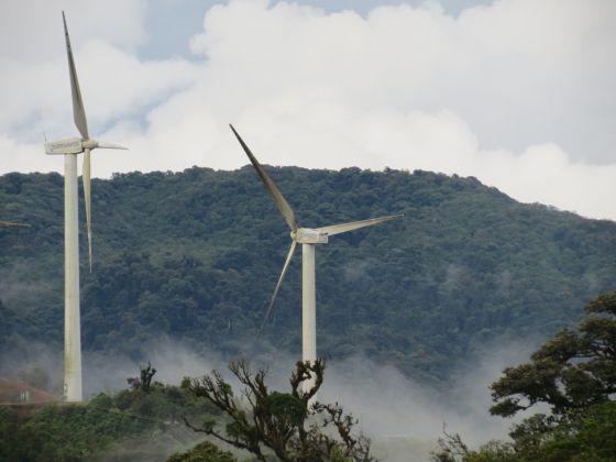 Molinos para generar energía eólica en Costa Rica.