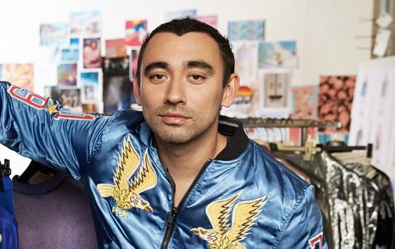 Nicola Formichetti, con una de esas chaquetas que solo se pueden llevar si tienes mucha personalidad.