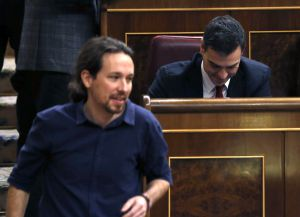 Podemos leader Pablo Iglesias (left) and Socialist chief Pedro Sánchez are at odds over the deal that got Patxi López elected new house speaker.