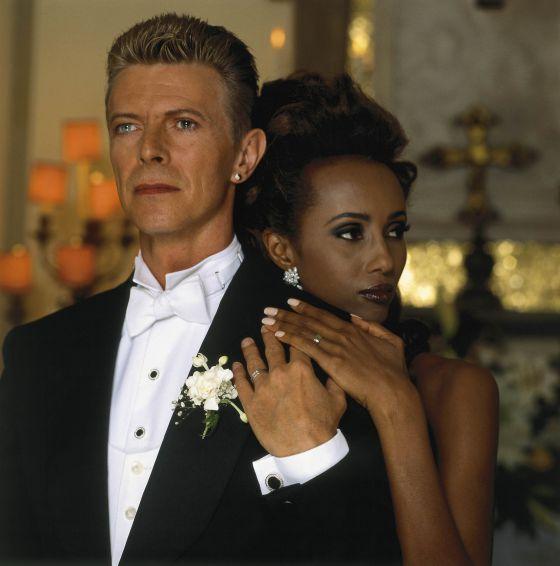 David Bowie posa junto a su esposa, Iman.