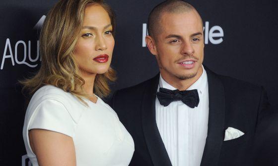 Jennifer Lopez y Casper Smart en la entrega de los Globos de Oro.