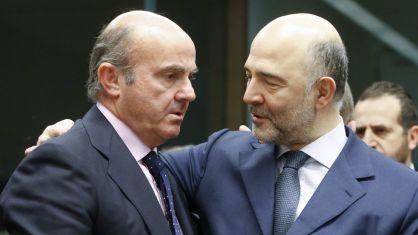 Guindos, con el comisario europeo Pierre Moscovici, el 14 de enero.