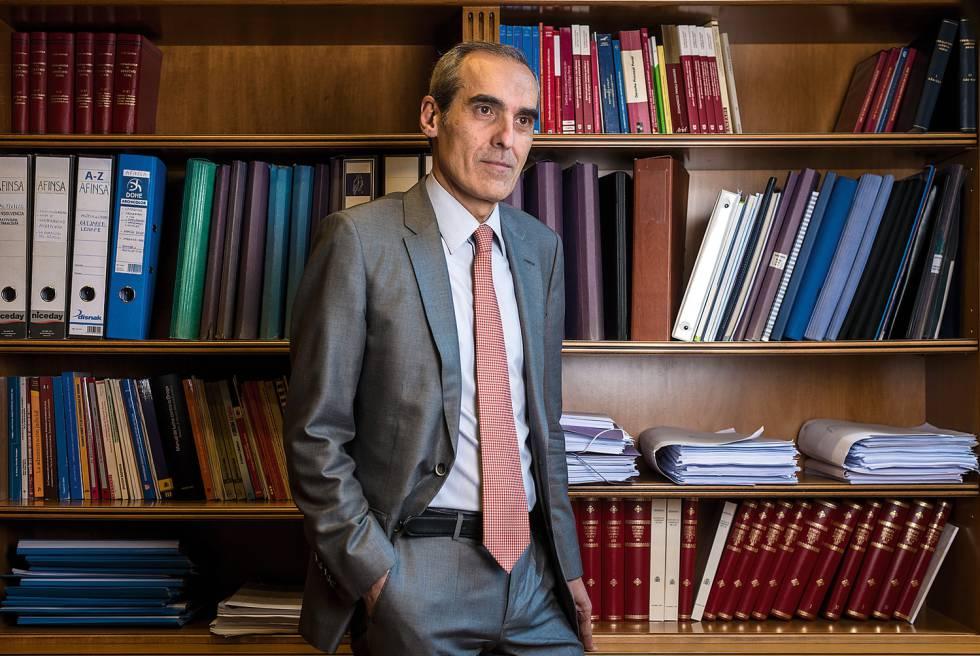 Alejandro Luzón, exfiscal jefe anticorrupción, en su despacho de la Fiscalía General del Estado, con sede en Madrid.